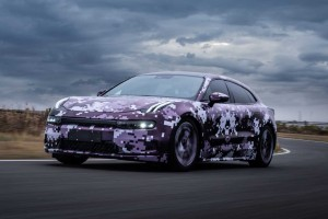Дебютный электромобиль Lynk & Co Zero вывели на гоночный трек